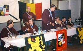 Le praesidium lors du banquet de l'an V (David Gurné (TM), Sébastien Chalmagne (xx), Bertrand Thibaut (x), Eric Jacqumain (xxx), Benoit Culot (quae), Naik Detrait (pae), Bacchus (xxxx)